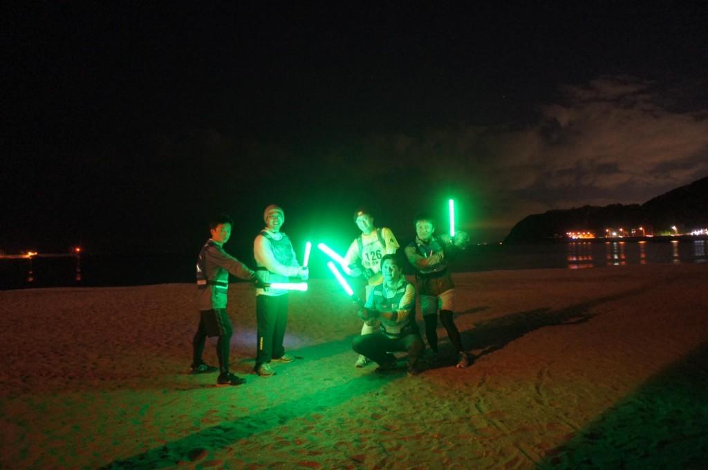 「「こんばんは攻撃」にライトセーバー!?夜回りランニングで地域を守るランナーへインタビュー」の画像