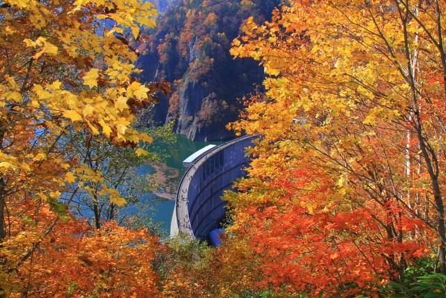 「「両手で壁ドンする細マッチョ」なダムって何? ダムが人気な理由に迫る【ラントリップ~世界に一つしかない景色】」の画像