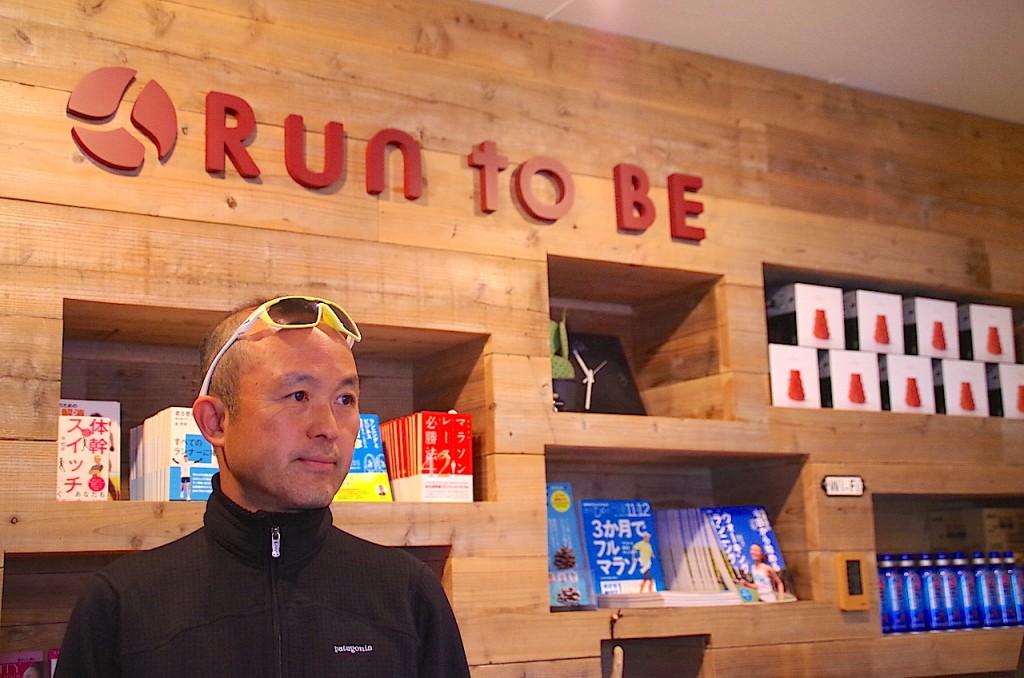 「「当時私の走力は4時間を切るくらい……」有言実行でサブ3達成の51歳ランナー、金哲彦さんへインタビュー」の画像