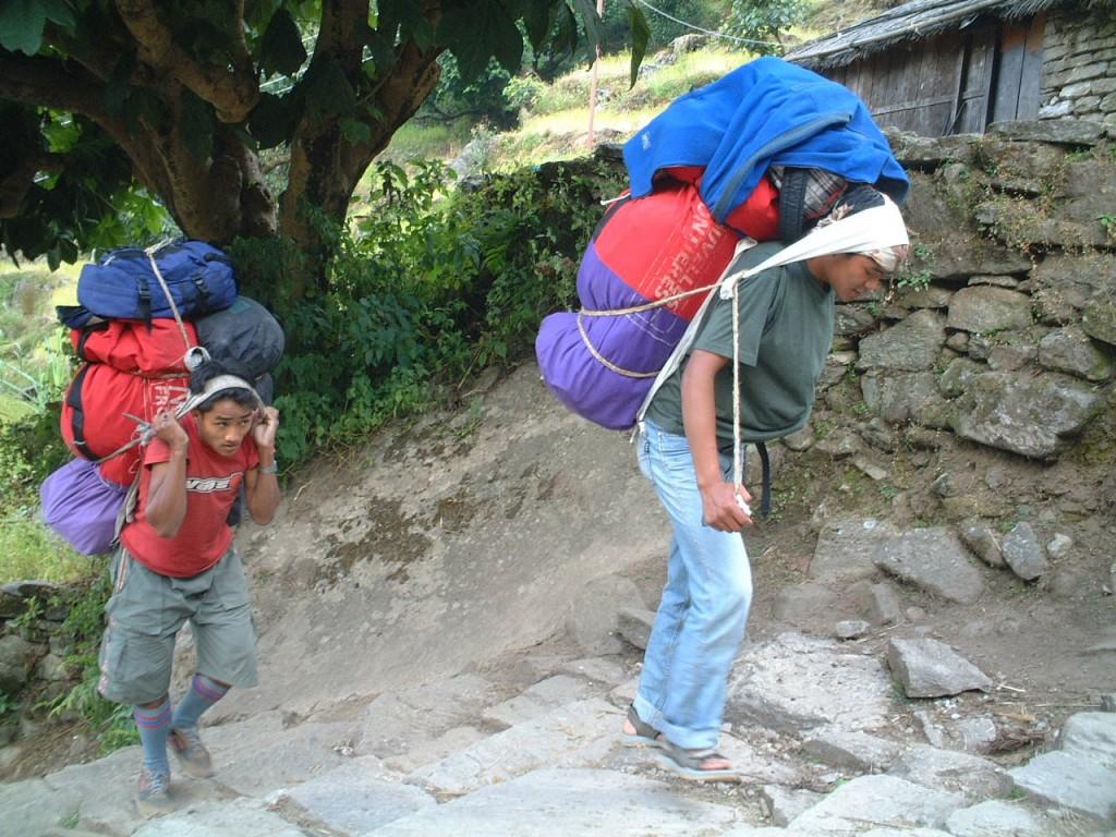 「「ヒマラヤの健脚の民」シェルパに出会った。【世界一周・松岡絵里が見た世界の走り】」の画像
