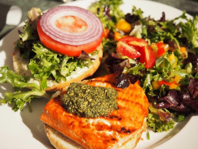 「「ハンバーガーが食べたくなる気持ちはわかる。が、少し待て!!」、正しいハンバーガーとの付き合い方」の画像