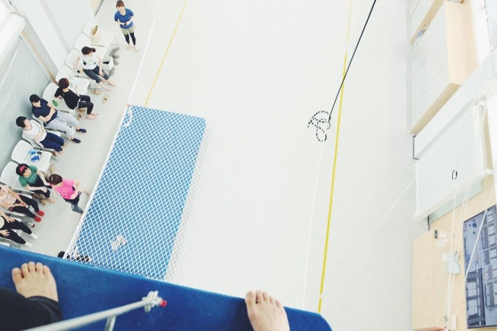 「ダイエットに効果的!?「空中ブランコ」トレーニングを体験してみた。」の画像