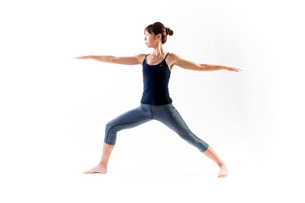 「楽に走れるようになりたい!と思うなら実践したい、梅雨時期に1日5分でできるヨガ・アーサナ」の画像