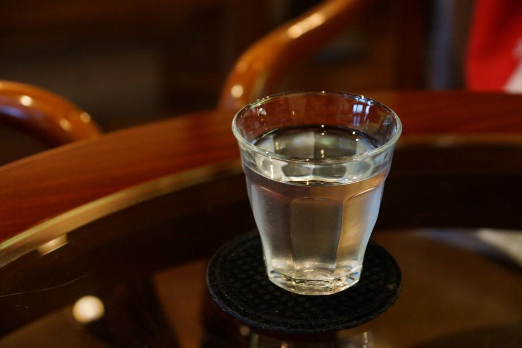 「「暑い日はとにかく水分補給」は危険!? ランナーが注意したい「水中毒」とは」の画像