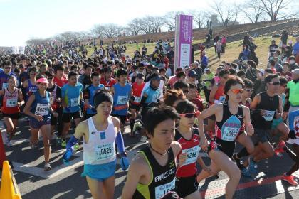 「荒川河川敷で行われる新春恒例の大会! 第18回ハイテクハーフマラソン」の画像