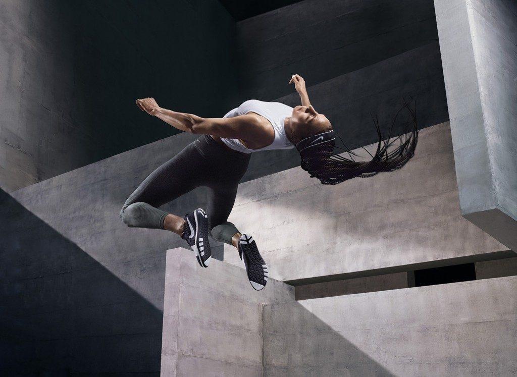 「ナイキから運動効率を高めるタイツ「ゾーナルストレングスタイツ」が販売開始」の画像