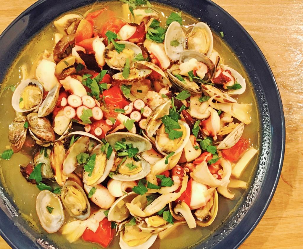 「管理栄養士が考えるランナーメシ! 低カロリー&疲労回復【タコとアサリのアクアパッツァ】の簡単レシピ」の画像